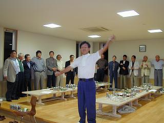 蜃気楼旋風時の応援団 高松正三さんの音頭による校歌斉唱
