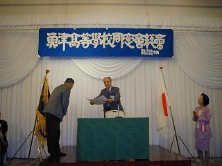 中尾会長から田代氏へ感謝状を贈呈