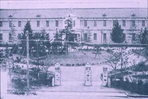 魚津高女の校門(1926年3月)