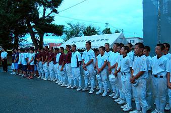 夏休み練習中の運動部員も集まった