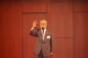 同窓会 生駒副会長による乾杯
