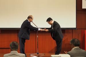 表彰される松岡等先生